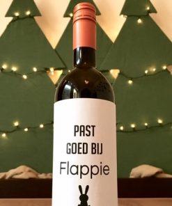 wijnetiket flapte op een fles wijn