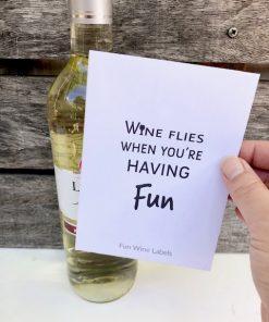 Fles alcoholvrij witte wijn opsturen met grappig wijnetiket