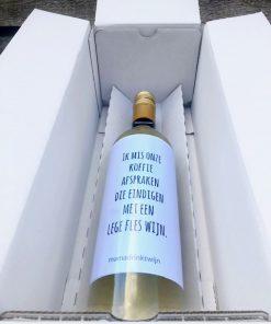 Fles wijn in doos om op te sturen