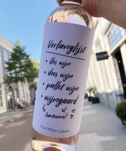 wijnetiket verlanglijst op een fles wijn