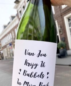 wijnetiket bubbels van jou op een fles wijn