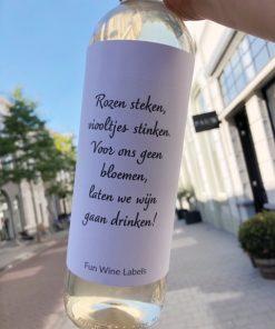 wijnetiket geen bloemen op een fles wijn