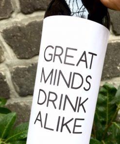 wijnetiket great minds op een fles wijn