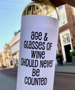 Wijnetiket Age Glasses op fles wijn