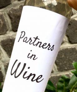 wijnetiket partners op een fles wijn