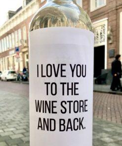 wijnetiket wine store op een fles wijn