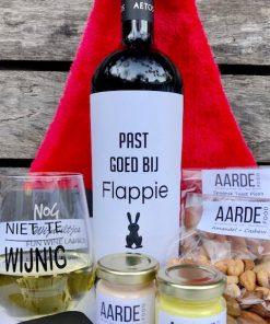 kerstborrel pakket fun met een fles rode wijn en humor