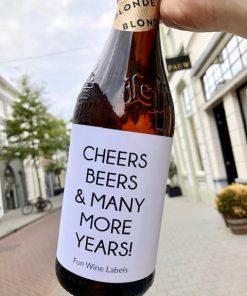 Bieretiket Cheers Beers op een bier fles