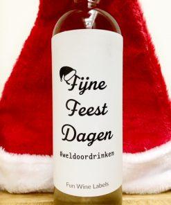 Kerstpakket fles wijn met fijne feestdagen etiket