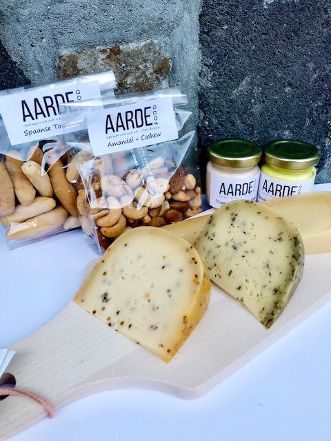 biologisch kaas met pico's en nootjes met dip voor in borrelpakket