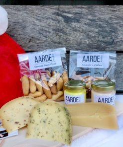 biologische kaas met pico's en dips en nootjes