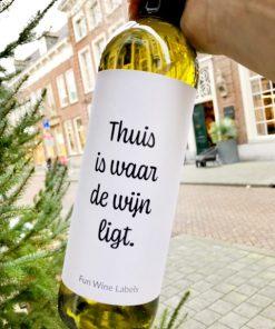 wijnetiket thuis wijn op een fles wijn