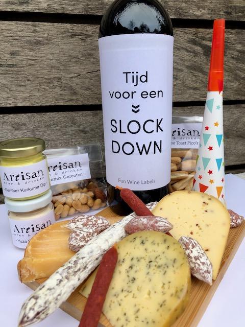 Nieuwjaars Borrelbox Deluxe, compleet pakket met wijn, worst en kaas