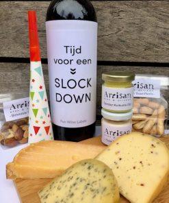 Nieuwjaars Borrelbox Maxi met biologische kaas en een fles wijn