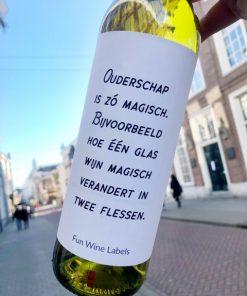 wijnetiket magische wijn op een fles wijn