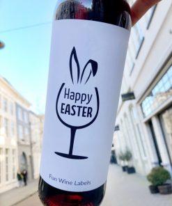 wijnetiket happy easter op een fles wijn