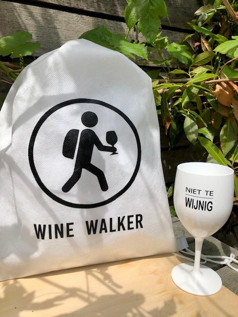Festival box met biobased PLA rugtasje en kunststof wijnglas