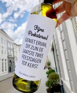wijnetiket pinksteren geniet op een fles wijn
