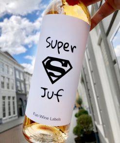 wijnetiket super juf op een fles wijn