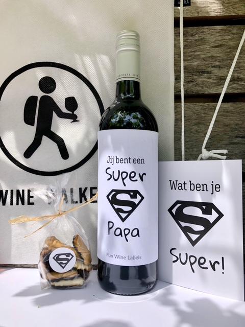 Uniek vaderdag pakket met wijn en een rugzakje