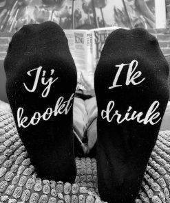 dames en heren sokken met hilarische tekst op de onderkant